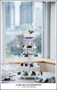 wedding cake with Detroit skyline photo
